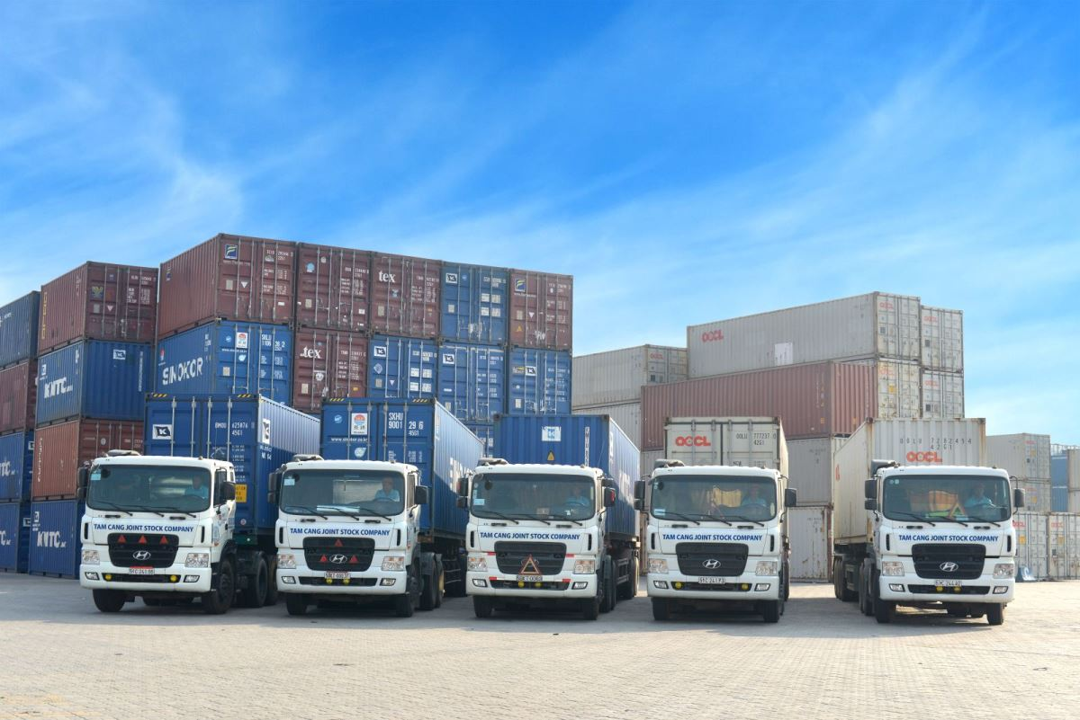 Vận tải đường bộ đang chiếm hơn 50 % tổng lưu lượng vận chuyển