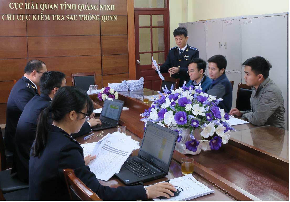 Nhà nước ta yêu cầu làm thủ tục khai báo hải quan với hàng xuất nhập khẩu.